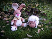 Crichetpatten Easterbunny Jumper with little friend Lambie
