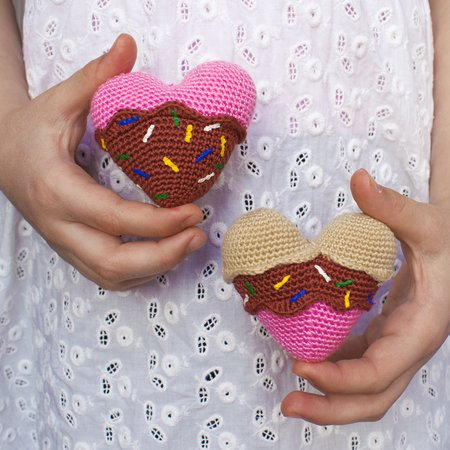 Valentine's Creatures | Crochet toys patterns, Crochet doll ... | 450x450