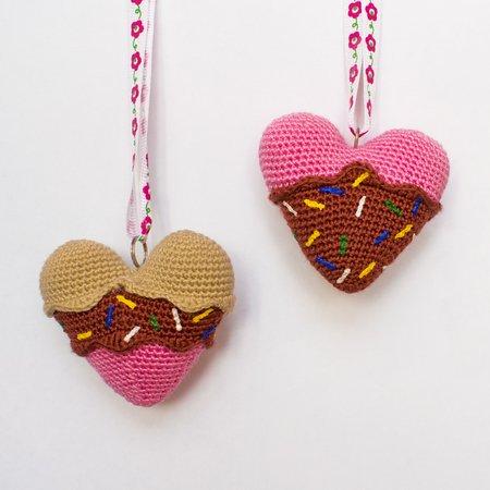 Amigurumi pattern for an ice cream heart souvenir. Valentine's Day ... | 450x450