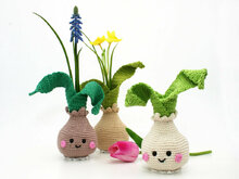 Little Flower Bulb Vase - cute Spring/Easter Docoration - Crochet Pattern
