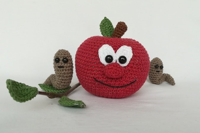 Apples and worms - Crochet pattern