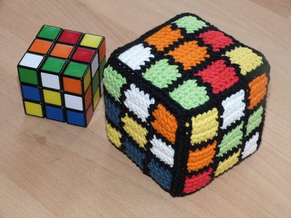 Crochet pattern for a magic cube with mixed colours