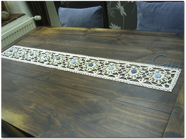 PRIMROSE - table runner lace-shaped, Guipure-style
