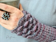 "Wrist warmers ""Lotus"", knitting pattern, 2 sizes"