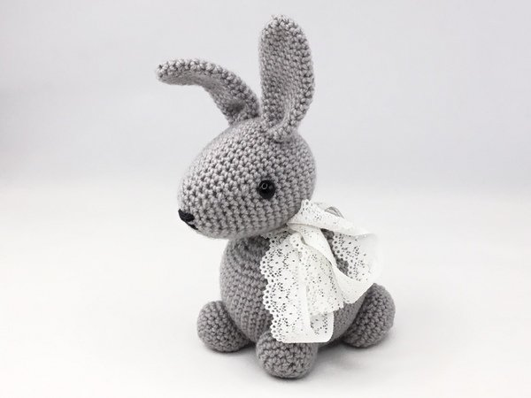 Rose the Rabbit Free Amigurumi Pattern | Jess Huff | 450x600