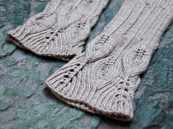 "Arm Warmers ""Feathers and Lines"", Knitting Pattern for 2 Sizes"