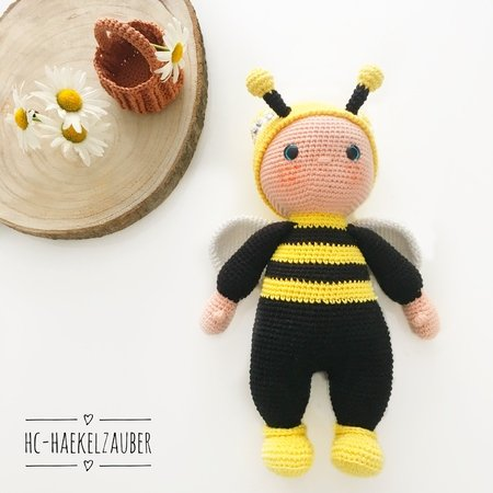 How to Crochet a Bumble Bee Amigurumi - Club Crochet | 450x450