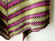 "Knit triangle shawl pattern ""Easy Peasy"""