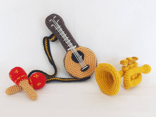 Crochet Flamingo Applique, Free Pattern - GoldenLucyCrafts   450x600