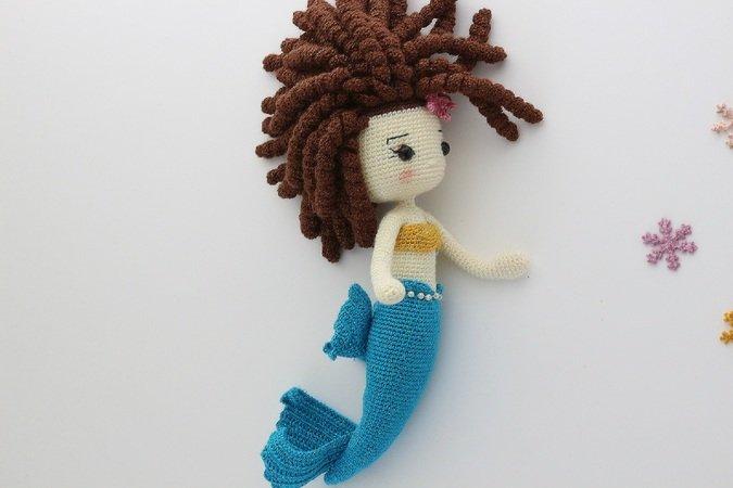 How to Crochet an Amigurumi Doll Mermaid. A No Sew One Piece ... | 450x675
