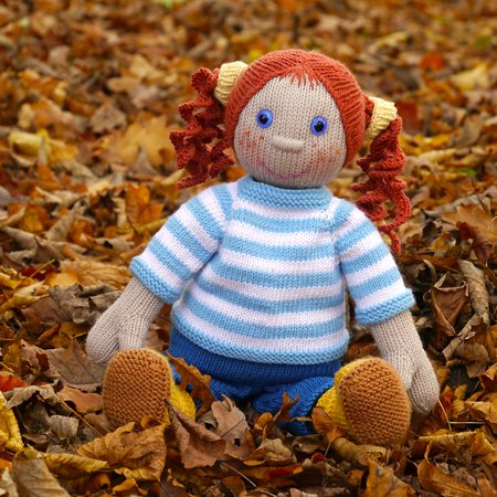 Puppe Anni im Herbst-Outfit, Strickanleitung