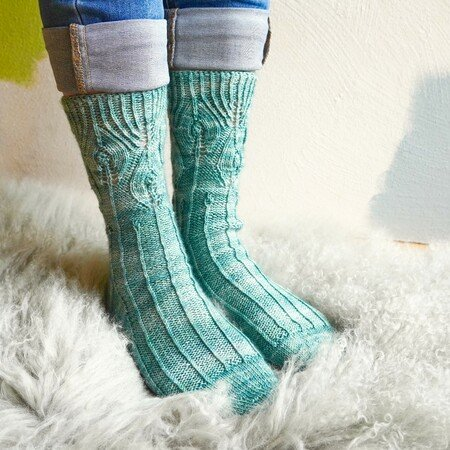 "Toe-Up-Socks ""Feathers & Lines"", knitting pattern for 3 Sizes"