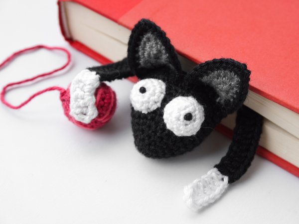 Ravelry: Cat Bookmark pattern by Jonas Matthies | 450x600