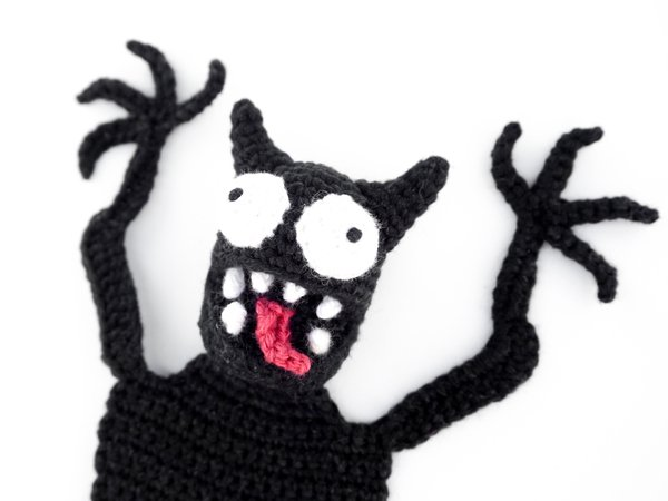 Pocket Amigurumi: 20 Mini Monsters to Crochet and Collect: Amazon ... | 450x600