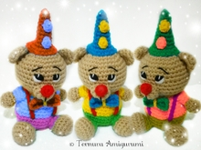 Crochet pattern Nick, the carnival bear, clown bear, present
