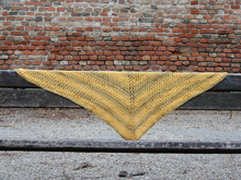 "Crochet shawl pattern ""Bananas"""