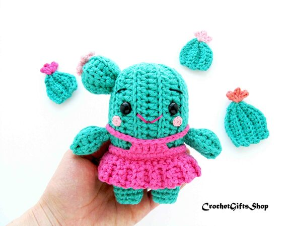13 Spunky Crochet Cactus Patterns | 450x574