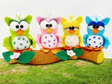 4 little owls on tree trunk  - Crochet Pattern by Diana´s kleiner Häkelshop