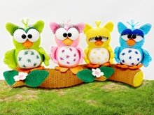 4 little owls on tree trunk  - Crochet Pattern from Diana´s kleiner Häkelshop