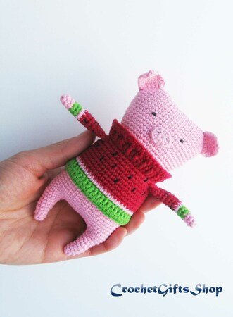 Amigurumi Piggy in sweater