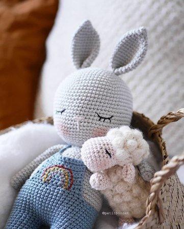 Classic Amigurumi Bunny Crochet Pattern - Once Upon a Cheerio | 450x361