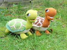 package of green and brown turtles crochet pattern english