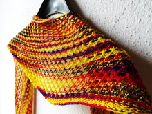 "Triangular scarf knitting pattern ""Flower Power"""
