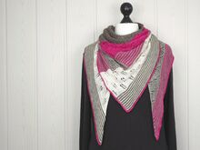 Pattern Rubic -  A triangle shawl with different lace and garter stitch