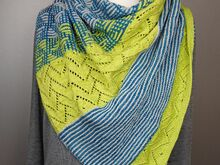 Pattern Westwind - A triangular shawl with garter stitch, lace and mosaic