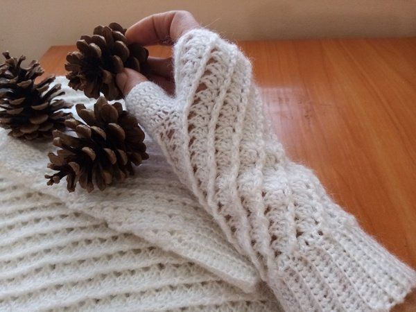 Pattern Fingerless Gloves and Infinity scarf