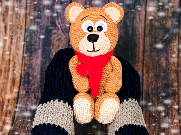 cuddling bear - crochet patterns