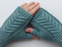 Pattern Fingerless gloves with braid