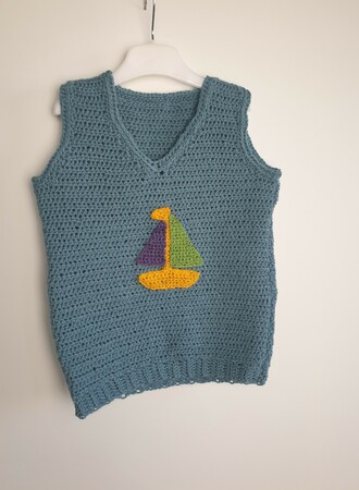 Pattern The Kids Vest with appliques