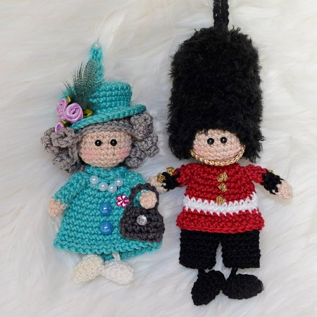keychain Queen´s guard soldier and Queen Elisabeth England