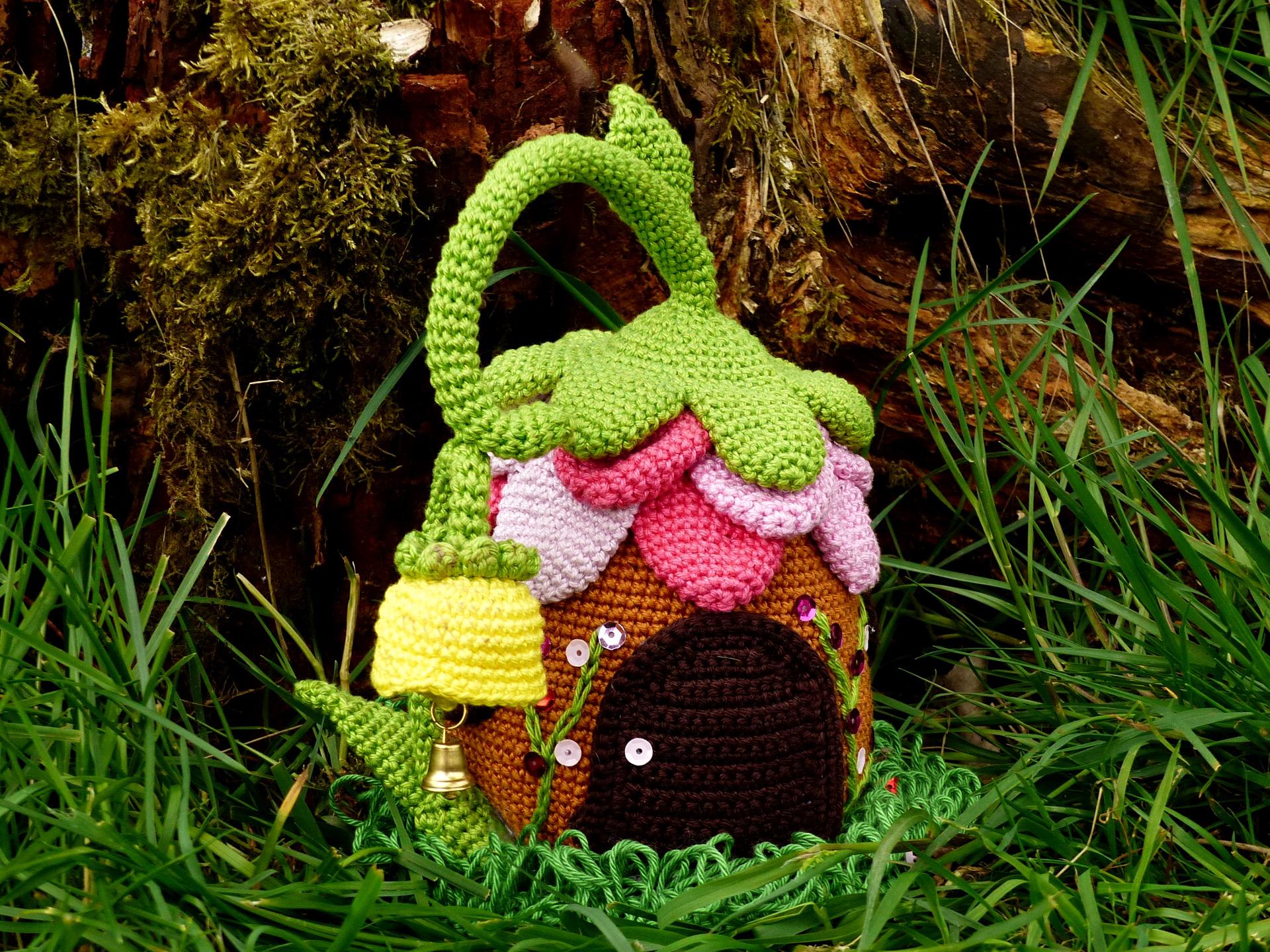How to Make a Crochet Cat Doorstop | Happiness is Handmade | 1440x1920