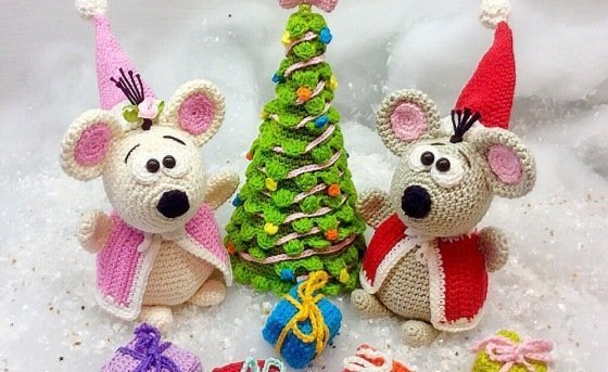 Santa Mouse and Mrs. Mouse celebrate Christmas - Crochet Pattern english